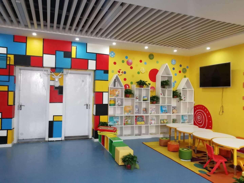 运用现代化装修标准,打造风格不一,拥有艺术氛围的美育主题教室.